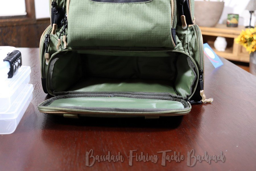 Bassdash Tackle Backpack - Bottom Compartment